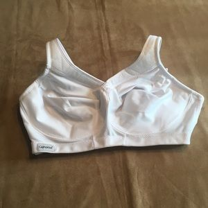 Glamorise white sports bra. New w/out tags.